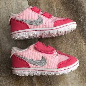 Nike  toddler Girls shoes size 5